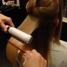 Wybieramy prostujące żelazko do prostowania włosów