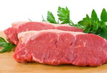 La carne en la receta francesa con piña. La carne en francés con las setas y la piña