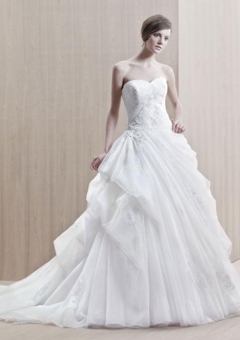 Co Robi Książkę Marzenie Aby Zobaczyć Siebie W Sukni ślubnej