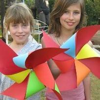 Como fazer um cata-vento de papel por conta própria?