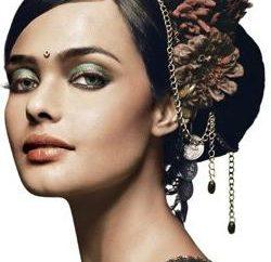 Frisuren mit einer Blume in ihrem Haar für einen besonderen Anlass