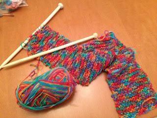 Lekcje z haftu: jak wiązać szalik z igłami dziewiarskimi