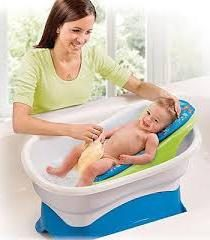 baignade colline du nouveau-né comme une aide aux parents