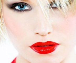 Créer un maquillage du soir pour les blondes