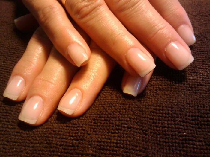 Bündel Nägel an den Händen: Ursachen und Behandlung