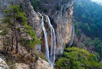Vistas de Crimea: o poderoso cachoeira Wuchang-Su