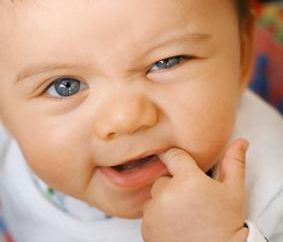 W jakiej kolejności wspinać się zębów u dziecka oraz w jakim wieku? Czy są jakieś wyjątki?