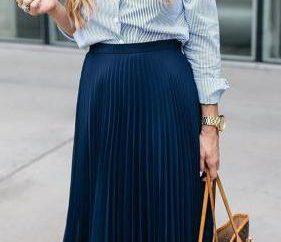 De quoi porter une jupe plissée en dessous du genou – en particulier les recommandations des stylistes et des examens