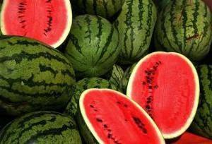 Comment déterminer la maturité de melon d'eau: des moyens de base
