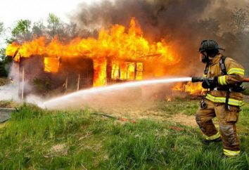 A extinção de um fogo com uma deficiência de água: apresenta fogos de extinção
