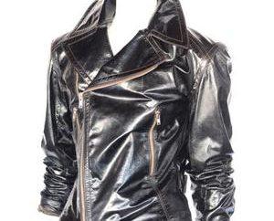 Como derrame uma jaqueta de couro em casa?