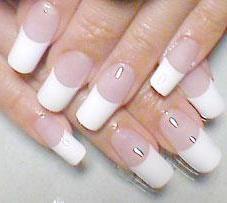 Come rimuovere le unghie acriliche a casa