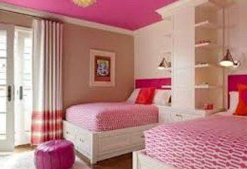 Scegliendo interno della stanza di un bambino per due ragazze