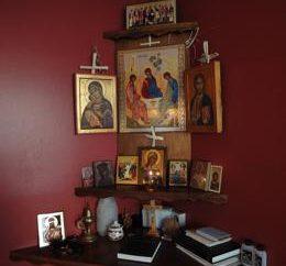 Ripiano per le icone, angolo di santa famiglia cristiana