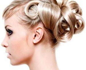 Wieczór fryzura dla średnich włosów z rąk – to proste!
