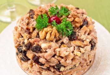 Préparer une collation festive – salade de poulet, les champignons et les pruneaux
