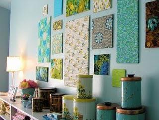 Wie eine Wand mit den Händen in einer Vorlage dekorieren
