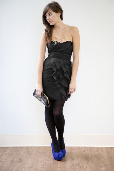 Se puede usar medias negras con vestido negro