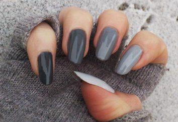 Maniküre in Grautönen auf kurze Nägel