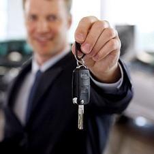 Kierownik sprzedaży samochodów. Co ważniejsze: profesjonalizm czy osobiste cechy?