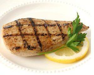 Aliments sains: combien de protéines existe dans la poitrine de poulet?