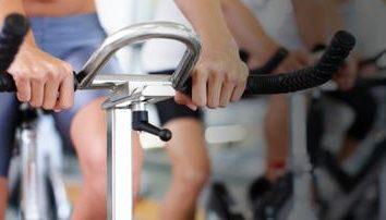 Aerobic gegen Fett: wie viele Kalorien verbrannt werden, während mit dem Fahrrad