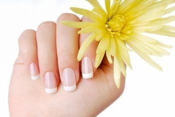 Jak rozwijać długie paznokcie na krótko?