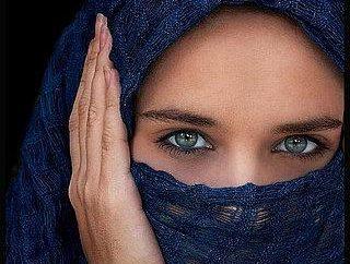 Come in musulmano legare una sciarpa e guardare questo splendido?