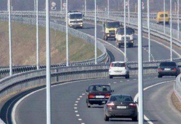 Autoroute à grande vitesse. Voitures d'automobile de Russie