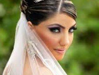 Acconciatura con la tiara – la soluzione ottimale per ogni sposa