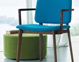 Krzesło z podłokietnikami – uniwersalny mebli i domu i pracy