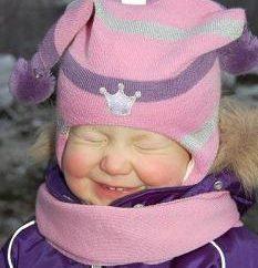 """Que ofrece a los jóvenes amantes de la moda de la marca """"Kivat""""? Casco-sombrero para el bebé"""