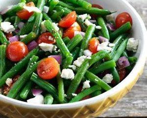 Sałatka z zielonej fasoli w kuchniach różnych ludzi