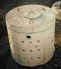 Jakościowa szambo z kręgów betonowych z rękami