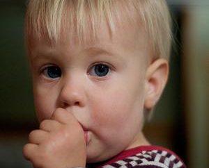 Dlaczego dziecko ssie palce