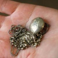 Wie Silberkette zu Hause reinigen