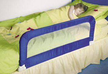 Les enfants arrêtent pour un lit avec ses mains