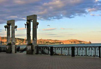 Quay Teodosia: descrizione, palazzi e monumenti. spiagge Feodosia