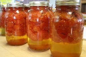 Gotowanie pomidorów w soku jabłkowym