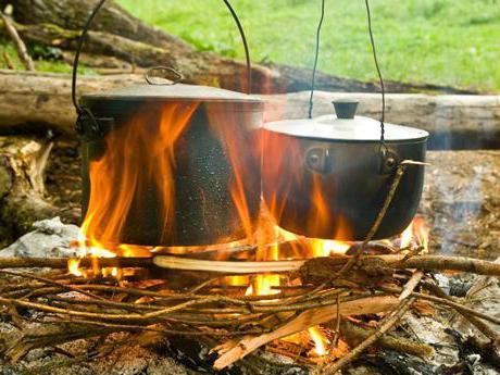 suppe auf einem feuer in einem gro en kessel vor allem kochen rezepte und bewertungen. Black Bedroom Furniture Sets. Home Design Ideas