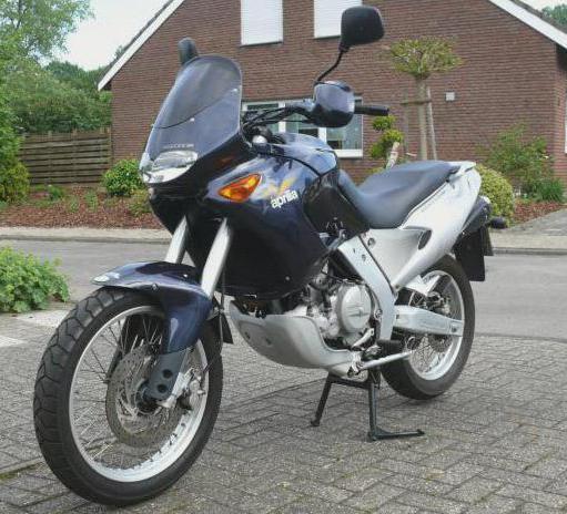 motocicleta aprilia pegaso 650 especificaciones comentarios. Black Bedroom Furniture Sets. Home Design Ideas