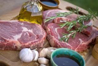 Come marinare la carne per uno shish kebab?