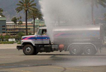Irrigazione macchina. veicoli di servizio su strada