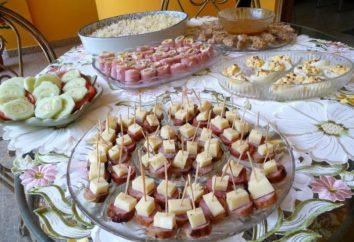 mesa de buffet: hornear receta snack bar y rollos de jamón y queso