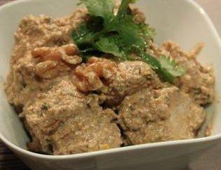 Satsivi multivarka chicken – sehr lecker und sehr gut gewürzt georgische Gericht