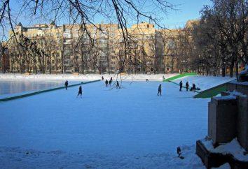 Bezpłatne lodowisko w Moskwie z wypożyczalni łyżew