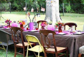 concurso alegre para o aniversário em uma mesa festiva