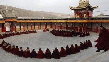 monaci tibetani e la loro vita