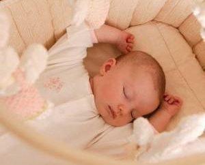 Como recém-nascido de sono dia e noite