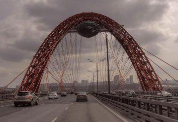 Die malerische Brücke – ein großartiger Ort für die Liebe, und Rest